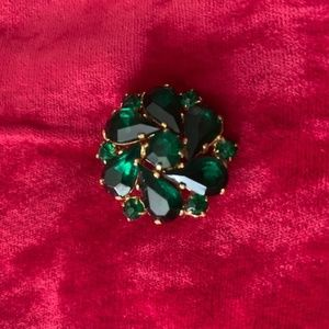 Rich looking small Green Gemstone Pin